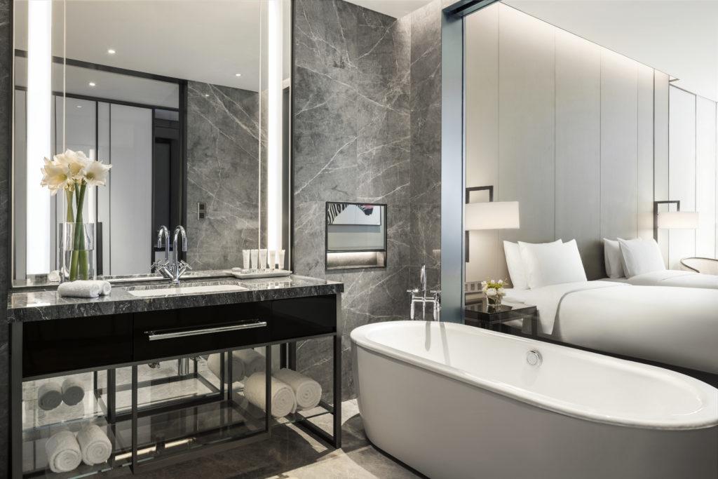 Guestroom bath at Niccolo Changsha